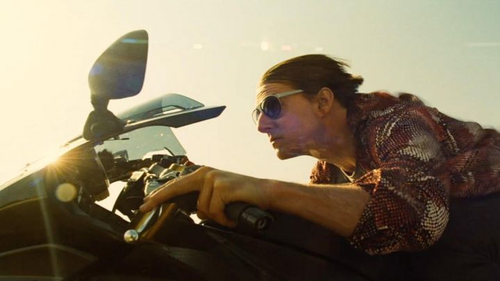 the shirt patterned with Ethan Hunt (Tom Cruise) in Mission Impossible Rogue Nation movie