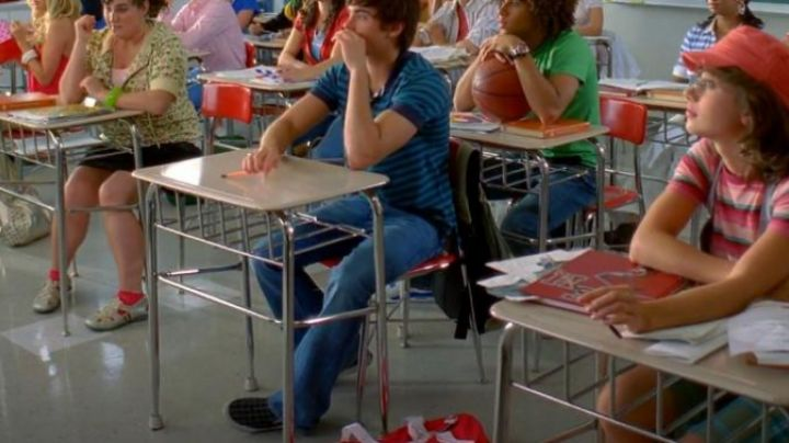 the slip-on Troy Bolton (Zac Efron) in High school music hall 2 - Movie Outfits and Products