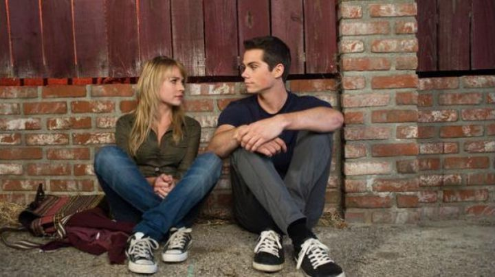 the sneakers Dave Hodgman (Dylan O'brien) in The first time - Movie Outfits and Products