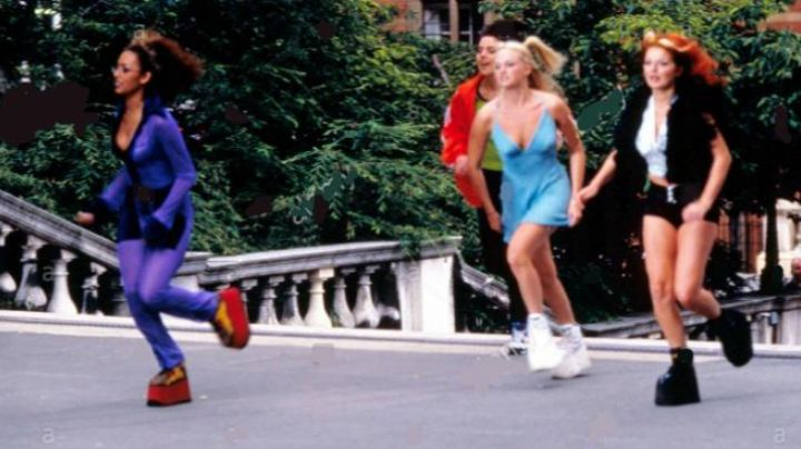 the sneakers of Gery Halliwell in Spice world - Movie Outfits and Products