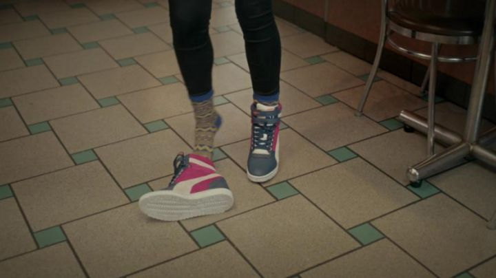 the sneakers wedge from Hailee Steinfield in The edge of seventeen - Movie Outfits and Products