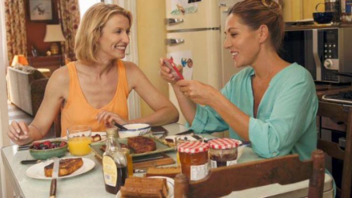 the strawberry jam in Return for my mother - Movie Outfits and Products