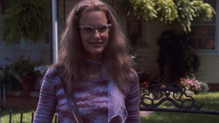 the sweater worn by Annual Dupuy Desoto (Daryl Hannah) in Gossip of Women (Steel Magnolias) Movie