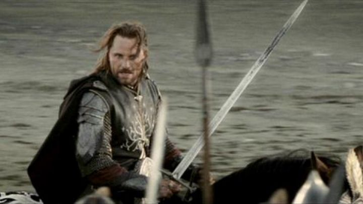 the sword of Aragorn (Viggo Mortensen) in The Lord of the Rings : the return of The king - Movie Outfits and Products