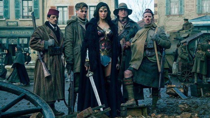 the sword of Diana Prince (Gal Gadot) in Wonder Woman - Movie Outfits and Products