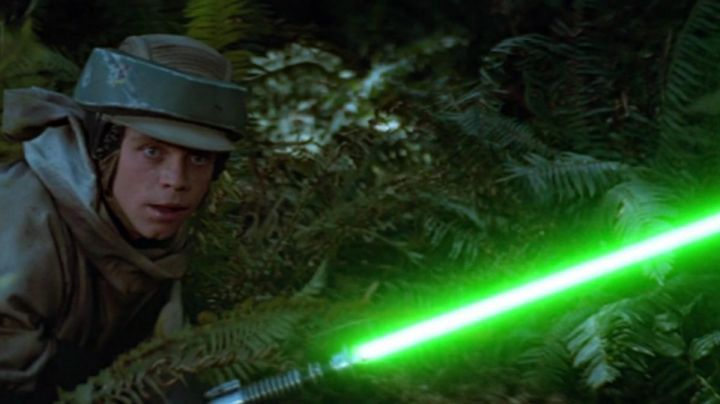 the sword of Luke Skywalker (Mark Hamill) in Star Wars VI : return of The Jedi - Movie Outfits and Products