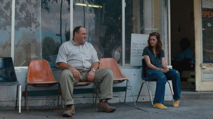 the tennis yellow of Kristen Stewart in Welcome to The Rileys - Movie Outfits and Products