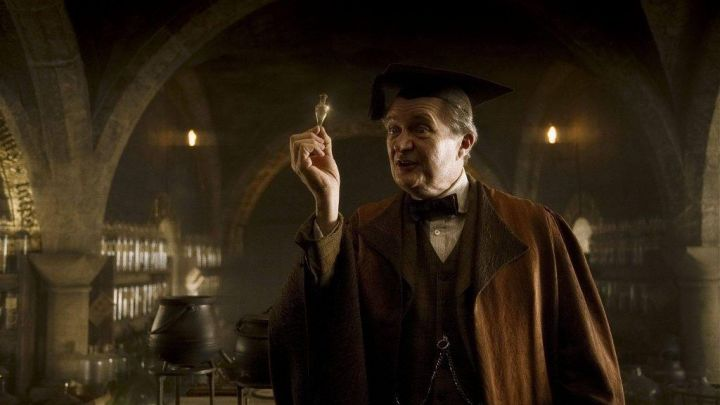 the vial of luck liquid Horace Slughorn (Jim Broadbent) in Harry Potter and the blood Prince ... Movie