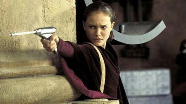 the weapon in plastic Padmé Amidala (Natalie Portman) in Star Wars I : La menace fantome - Movie Outfits and Products