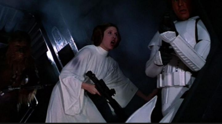 the white dress sleeve kimono Princess Leia (Carrie Fisher) in Star wars - Movie Outfits and Products