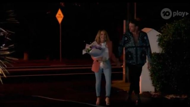 Abrand High Rise Slim Leg Mom Jeans outfit worn by Angie Kent in The Bachelorette Season 05 Episode 10 - TV Show Outfits and Products