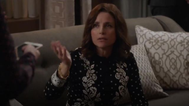 Alexander McQueen Floral Jacquard Knit Cardigan outfit seen on Selina Meyer (Julia Louis-Dreyfus) in Veep (S06E09)