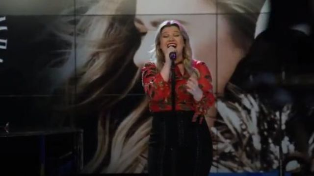 Alice + Olivia Red Leopard Lips Blouse outfit worn by Kelly Clarkson in The Morning Show Season 1 Episode 4 - TV Show Outfits and Products