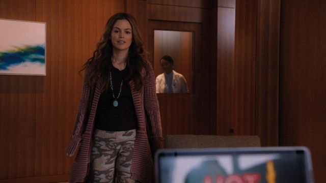 Fashion Trends 2021: All Washed Out Cardigan outfit seen on Sam Swift (Rachel Bilson) in Take Two (S01E01)