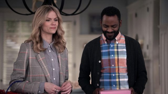 Fashion Trends 2021: Anine Bing Madeline Houndstooth Blazer outfit seen on Mallory Hanson (Brooklyn Decker) in Grace and Frankie S05E03