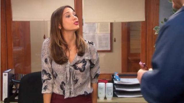 Ann Taylor white & black silk leopard print blouse outfit worn by Ann Perkins (Rashida Jones) in Parks and Recreation (S05E22) - TV Show Outfits and Products