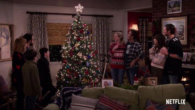 Artificial Christmas Tree of Don (Dennis Quaid) in Merry Happy Whatever (S01) - TV Show Outfits and Products