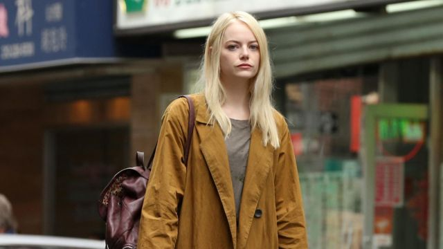Backpack bordeaux Annie Landsberg (Emma Stone) seen in Maniac (Season 1 Episode 2) - TV Show Outfits and Products