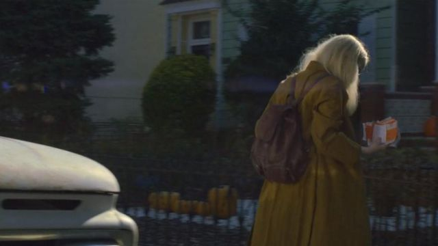 Backpack violet Annie Landsberg (Emma Stone) seen in Maniac (Season 1 Episode 2) - TV Show Outfits and Products