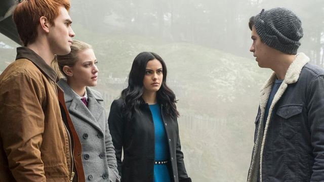 Fashion Trends 2021: Belt beaded Forever New Veronica Lodge (Camila Mendes) seen in Riversale Season 2E14