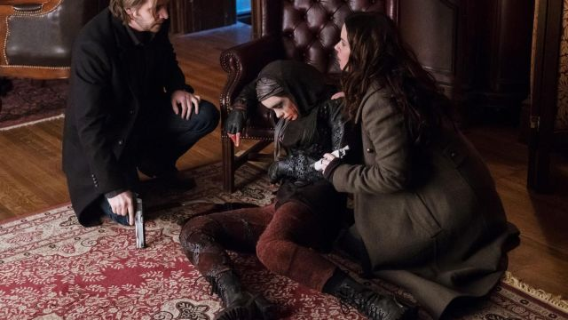 Black boots in the series 12 Monkeys Season 3 Episode 7 - TV Show Outfits and Products