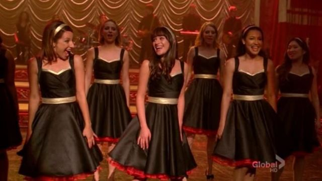 Black dress of the girls of the Glee Club and Mc Kinley in Glee Season 3E14 - TV Show Outfits and Products