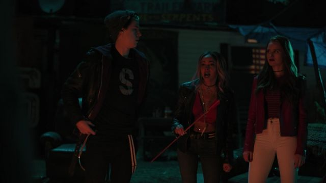Black t-shirt 'S' outfit worn by Jughead Jones (Cole Sprouse) seen in Riverdale Season 3 Episode 5