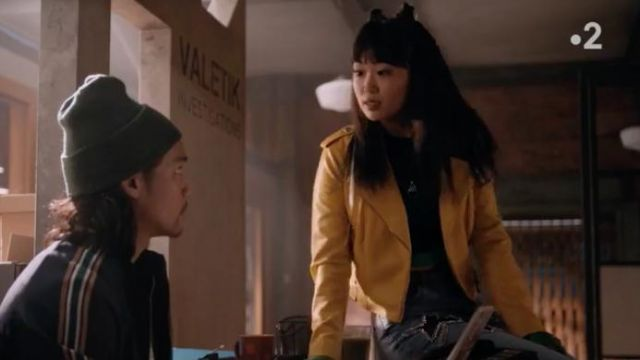 Fashion Trends 2021: Bleach Diamante Star Jeans outfit seen on Monica (Alice Lee) in Take Two (S01E03)