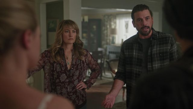 Blouse Lucky Brand outfit worn by Alice Cooper (Mädchen Amick) seen in Riverdale Season 3 Episode 2 - TV Show Outfits and Products