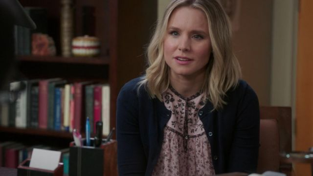 Blouse fleurie and Eleanor Shellstrop (Kristen Bell) seen in The Good Place (Season 3 Episode 1) - TV Show Outfits and Products