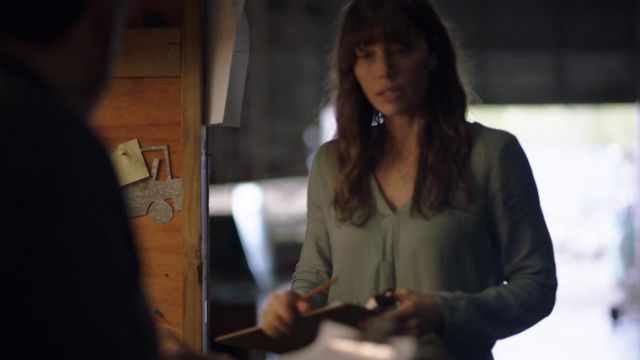 Blouse green Cora Tannetti (Jessica Biel) seen in The Sinner (Season 1 Episode 1) - TV Show Outfits and Products