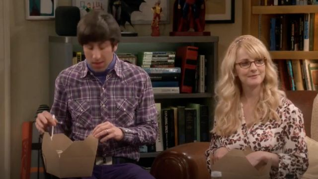 Blouse with flowers NYDJ scope by Bernadette Rostenkowski (Melissa Rauch) The Big Bang Theory S12 Episode 6 - TV Show Outfits and Products