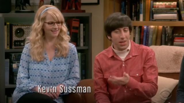 Blouse with motifs blue NYDJ scope by Bernadette Rostenkowski (Melissa Rauch) The Big Bang Theory S12 Episode 7 - TV Show Outfits and Products