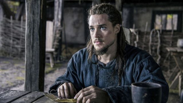 Blue tunics of Uhtred (Alexander Dreymon) seen in The Last Kingdom Season 2 Episode 8 - TV Show Outfits and Products