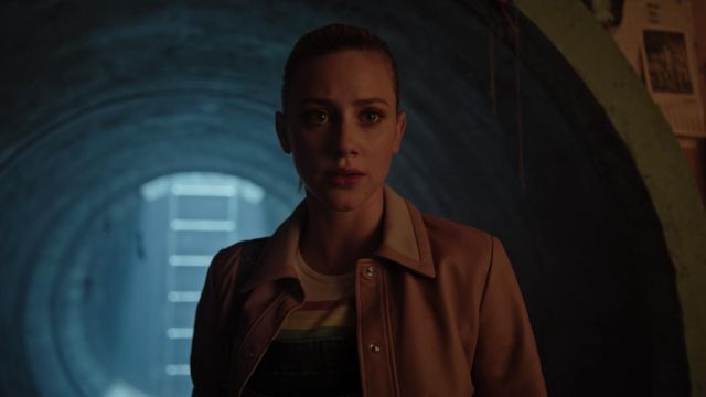 Bomber jacket bomber pink leather Sandro Betty Cooper (Lili Reinhart) seen in Riverdale Season 3 Episode 4 - TV Show Outfits and Products