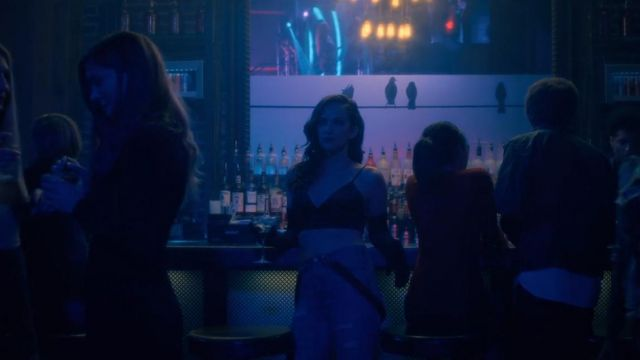 Bra Theodora Crain (Kate Siegel) seen in The Haunting of Hill House Season 1 Episode 1 - TV Show Outfits and Products