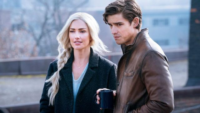 Fashion Trends 2021: Brown leather jacket outfit seen on Dick Grayson (Brenton Thwaites) in Titans S01E02