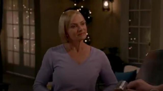 C by Bloomingdale's V Neck Cashmere Sweater outfit worn by Jill Kendall (Jaime Pressly) in Mom Season 7 Episode 7 - TV Show Outfits and Products