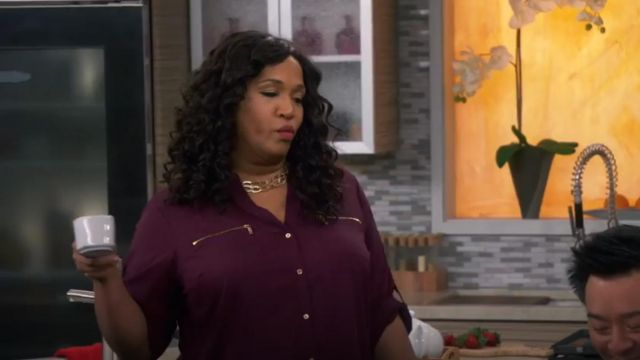 Calvin Klein Modern Essential Zipper outfit worn by Yolanda (Kym Whitley) in Young & Hungry (S01E09) - TV Show Outfits and Products
