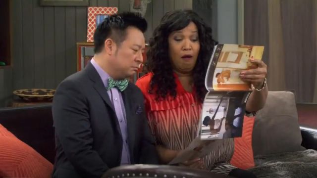 Calvin Klein Plus Size Printed Crew Neck Roll Sleeve Blouse outfit worn by Yolanda (Kym Whitley) in Young & Hungry (S01E06) - TV Show Outfits and Products