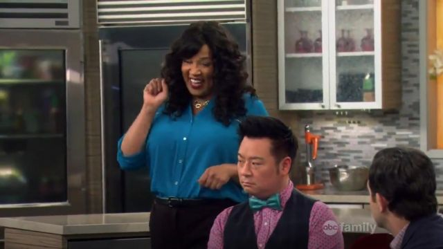 Calvin Klein Plus Size Zip Roll Sleeve outfit worn by Yolanda (Kym Whitley) in Young & Hungry (S01E05) - TV Show Outfits and Products