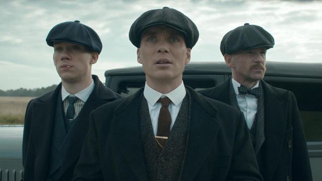 Cap and beret by Thomas Shelby (Cillian Murphy) seen in Peaky Blinders Season 4 Episode 5 - TV Show Outfits and Products