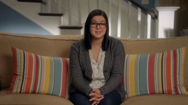 """Cardigan gray Alex Dunphy (Ariel Winter) seen in """" Modern Family (Season 8E14) - TV Show Outfits and Products"""