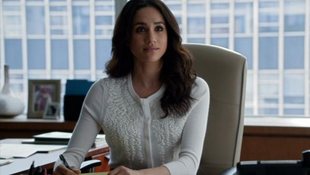 Fashion Trends 2021: Cardigan with white embroidered flowers by Rachel Zane (Meghan Markle) on Suits Season 4 Episode 4