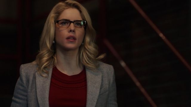 Cashmere sweater red Felicity Smoak (Emily Bett Rickards) seen in Arrow Season 6E14 - TV Show Outfits and Products