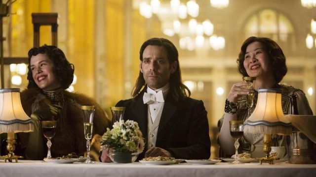 Champagne glasses in the series 12 Monkeys Season 3 Episode 9 - TV Show Outfits and Products