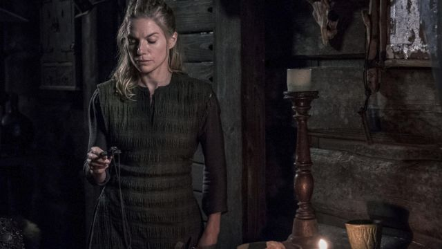Chandelier wood in The Last Kingdom Season 2 Episode 5 - TV Show Outfits and Products