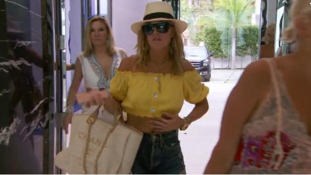 Chanel – Cruise 2017/2018 | Large canvas shopping bag outfit worn by Tinsley Mortimer in The Real Housewives of New York City (S11E15) - TV Show Outfits and Products