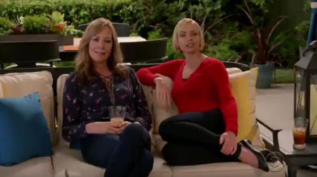 Chloé Lauren Scalloped Leather Ballet Flats outfit worn by Jill Kendall (Jaime Pressly) in Mom Season 7 Episode 7 - TV Show Outfits and Products