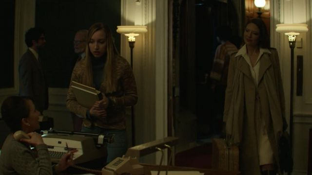 Fashion Trends 2021: Cloak outfit worn by Wendy Carr (Anna Torv) seen in Mindhunter Season 1 Episode 6